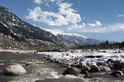 Best Honeymoon Hotels in Manali on Riverside