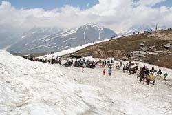 Snow Point in Rohtang Pass
